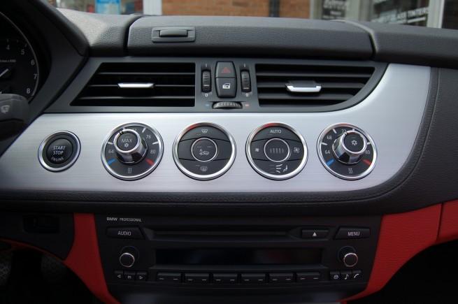 2009-BMW-Z4-sDrive35i-[23]