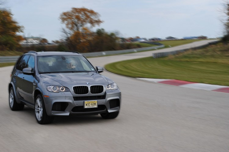 Video: BMW X5M rolling at high speeds