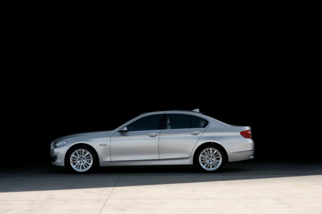 2011 bmw 5 series photos 2831 654x436