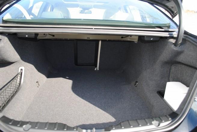 2011-bmw-535i-interior-3