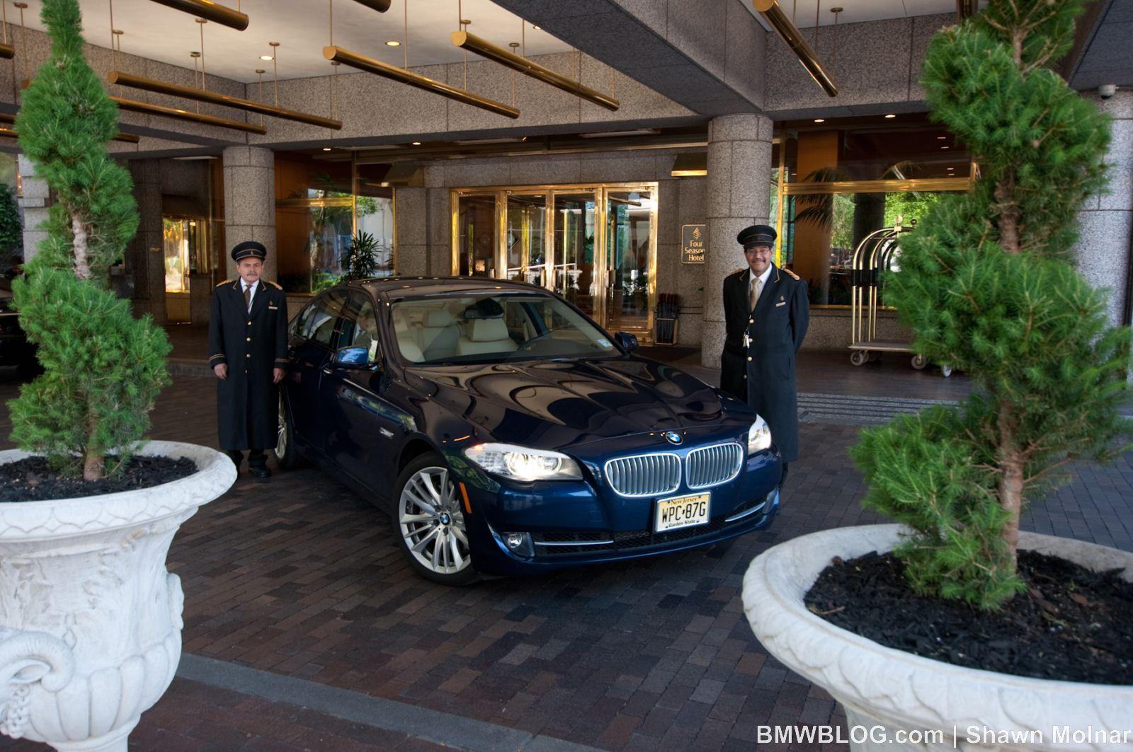2011 bmw 550i photos 1