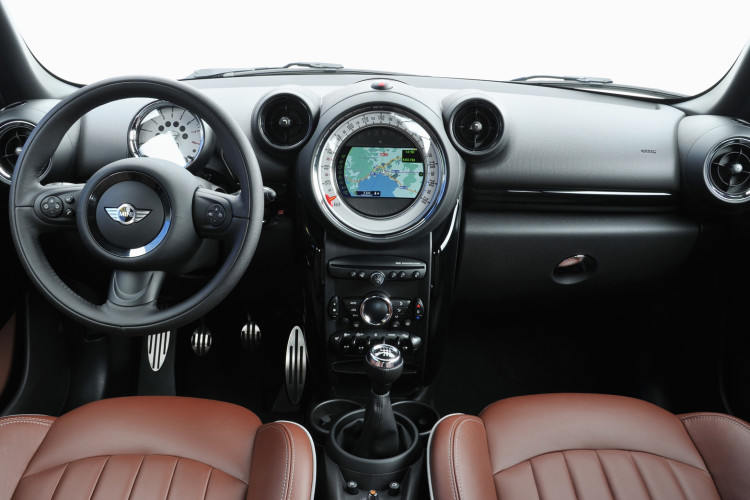 2013 MINI Cooper S Paceman dashboard 750x500
