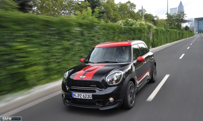 2013 MINI JCW Countryman test drive 10 655x393