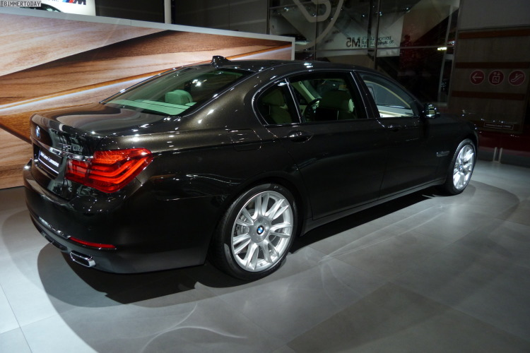2014 BMW 7er Final Edition Individual F02 Autosalon Paris LIVE 02 750x500