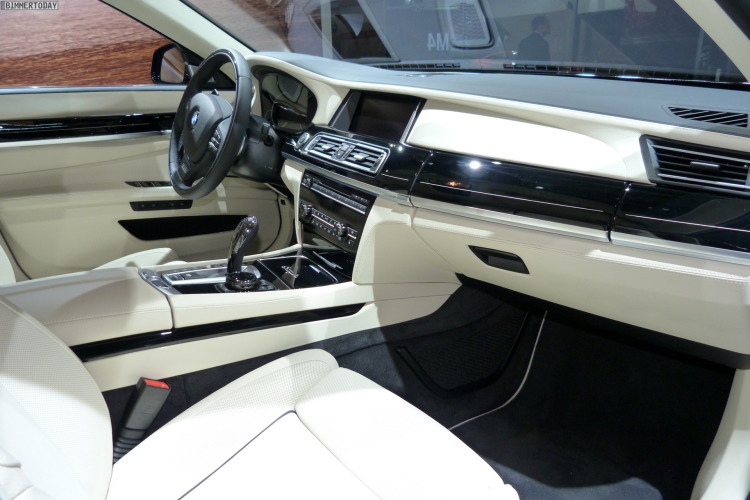 2014 BMW 7er Final Edition Individual F02 Interieur Autosalon Paris LIVE 05 750x500