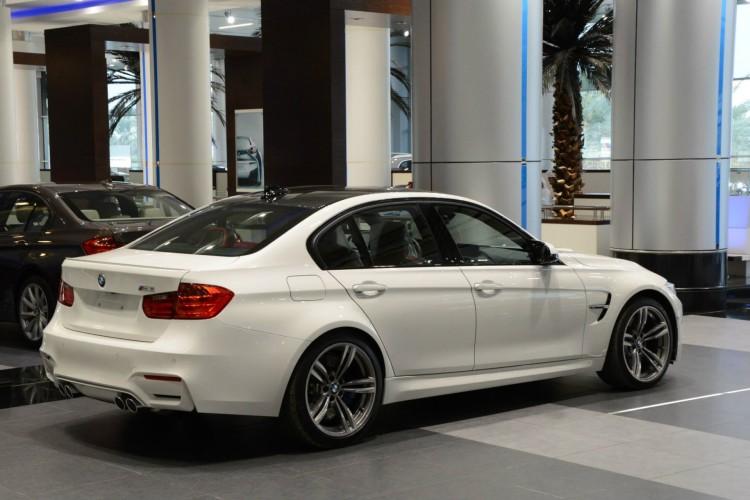 2014 BMW M3 F80 Weiss Abu Dhabi Showroom 10 750x500