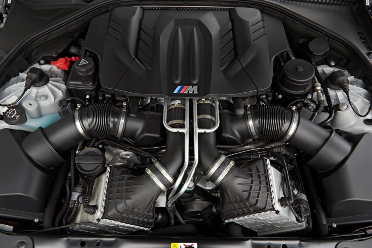 2014 BMW M6 Gran Coupe engine 2 750x500