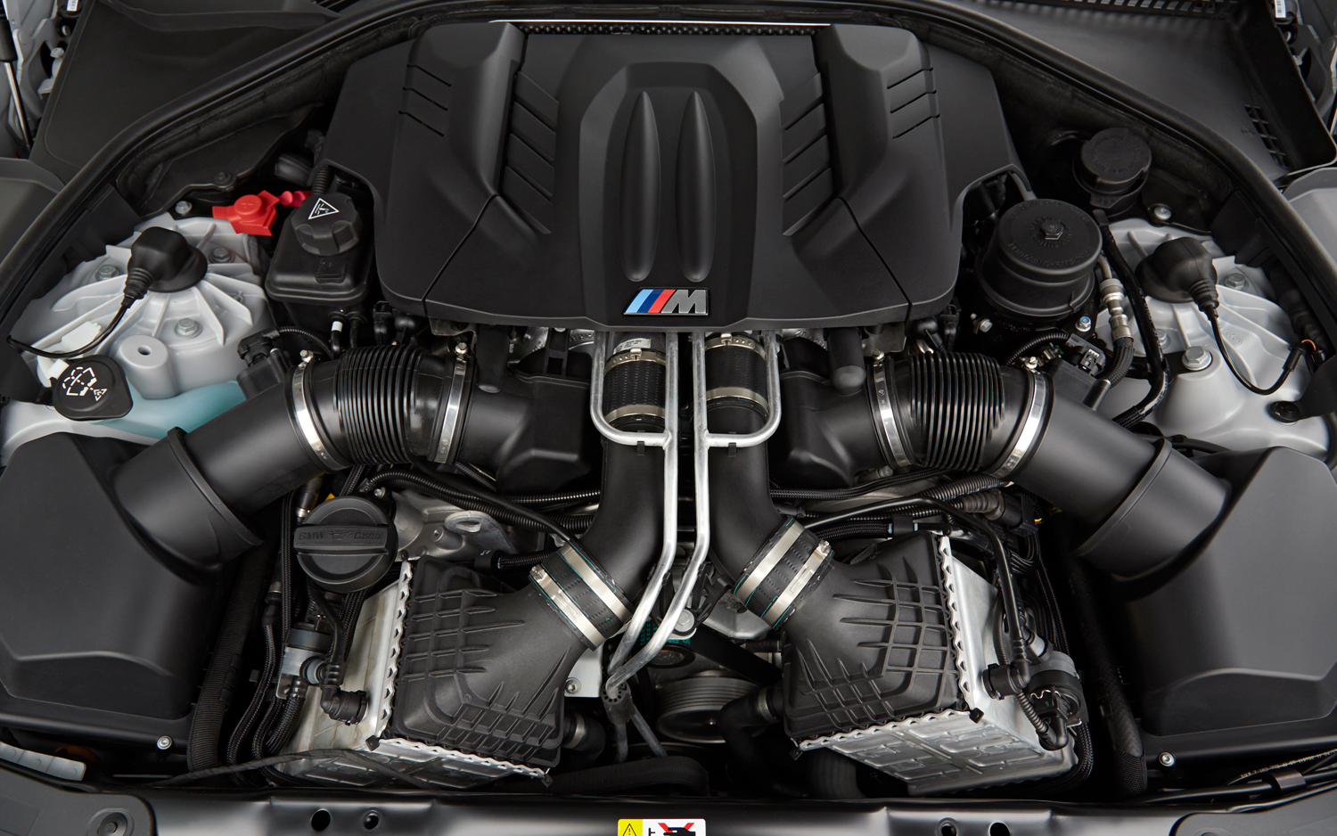2014 BMW M6 Gran Coupe engine 2