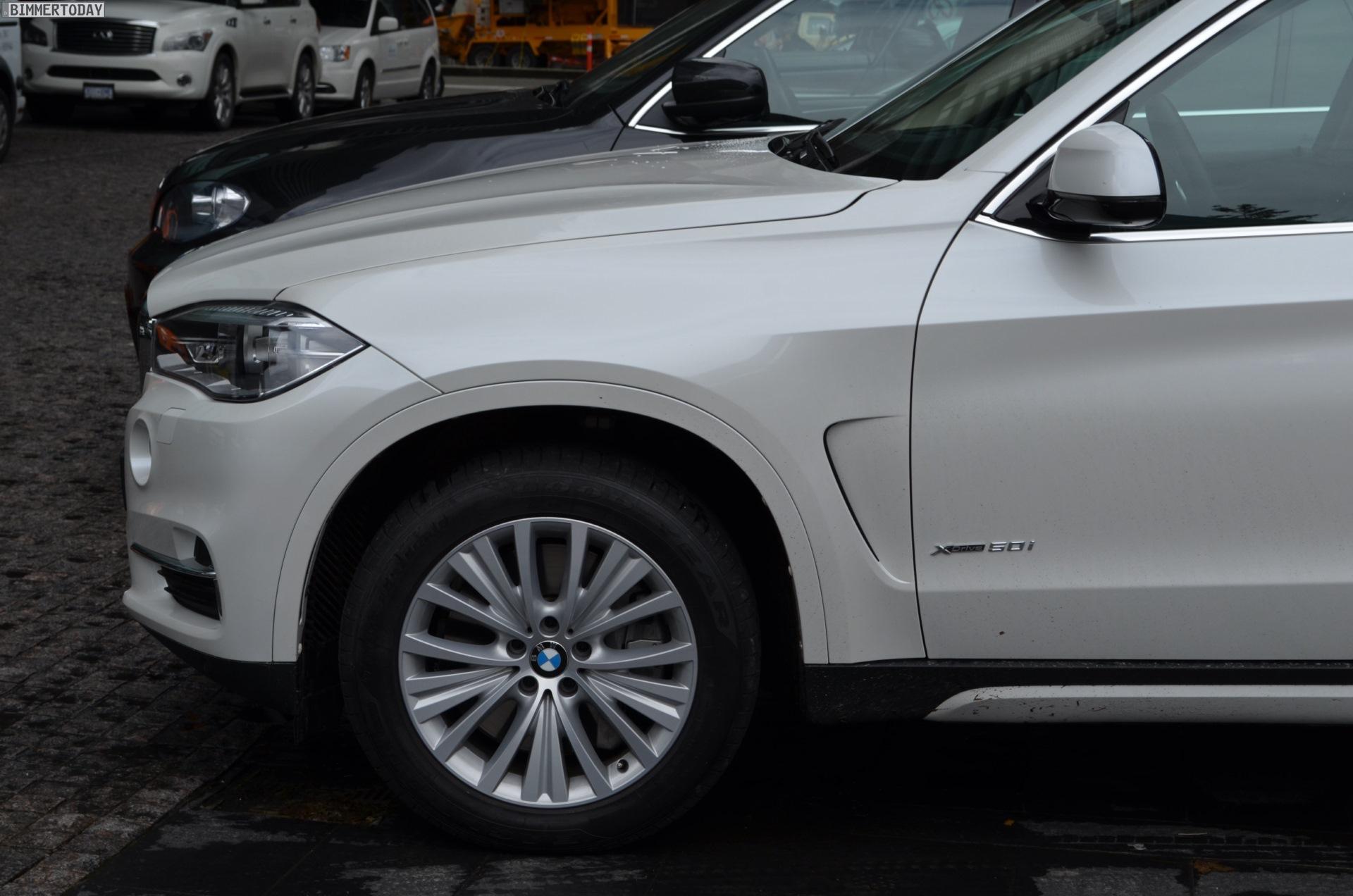 2014 BMW X5 F15 vs E70 Vergleich Foto schwarz weiss 11