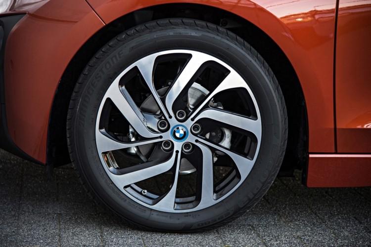2014 BMW i3 eDrive wheel view 750x500