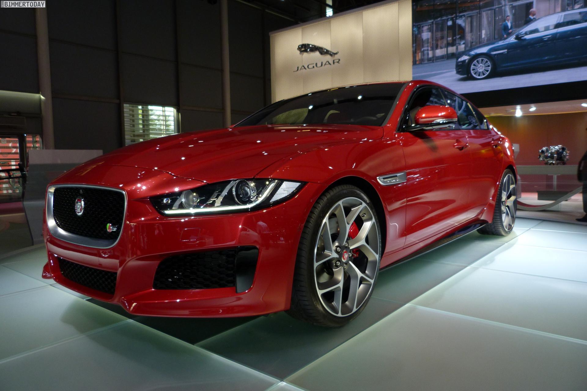 2014 Jaguar XE S Limousine Carnelian Red Premiere Paris LIVE 01