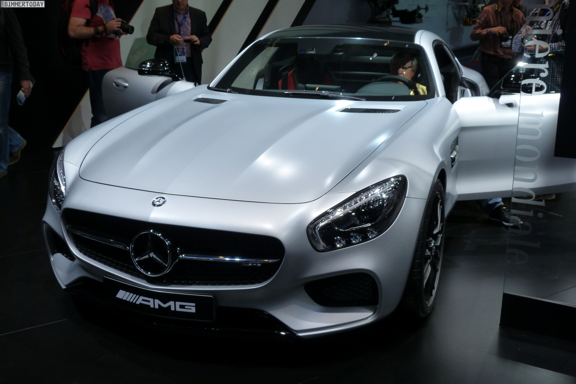 2014 Mercedes Benz AMG GT V8 Biturbo Autosalon Paris LIVE 12
