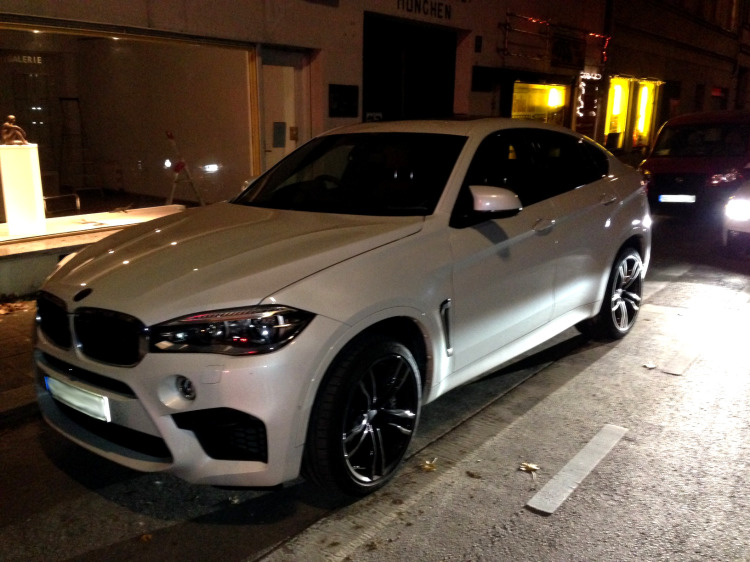 2015 BMW X6 M F86 Live Fotos weiss Muenchen 02 750x562
