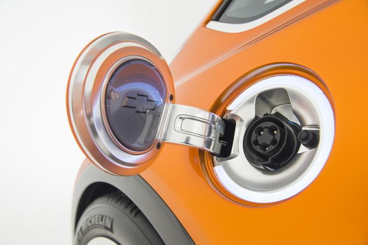 2015 Chevrolet BoltEV Concept exterior 005 750x499