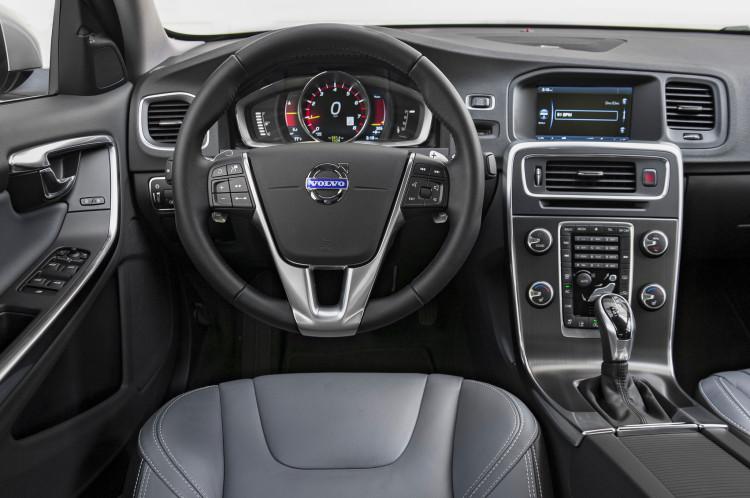 2015-volvo-s60-t6-drive-e-cockpit