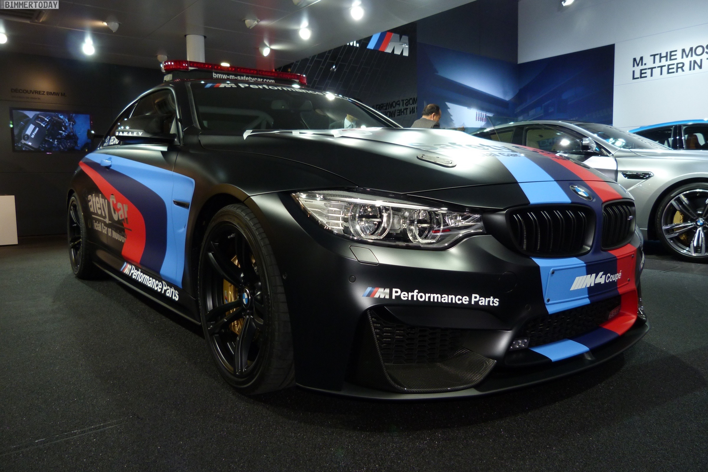 BMW M4 Coupe F82 Safety Car MotoGP Genf Autosalon 2015 LIVE 01