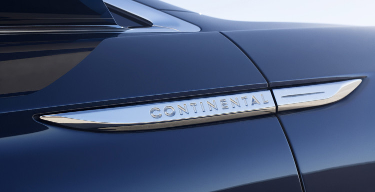 lincolncontinentalconcept-10-detail-badge-1