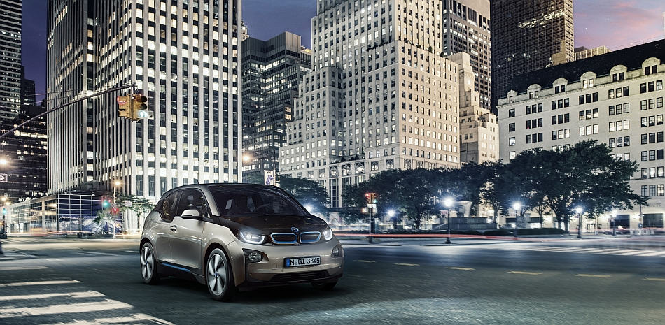 2014 BMW i3 Front 3 4 Right City Cruising