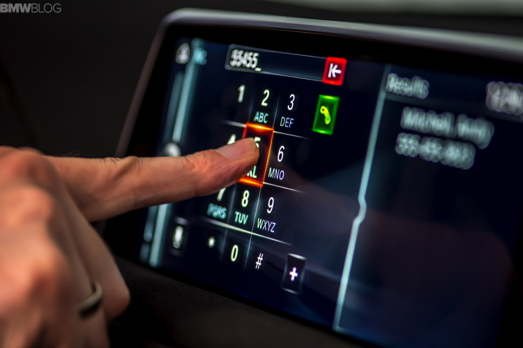 2016-bmw-7-series-hand-gestures-images-07