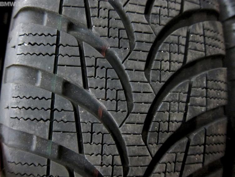 Bridgestone Blizzak LM-500 vs. Nokian Hakkapeliitta R2-06