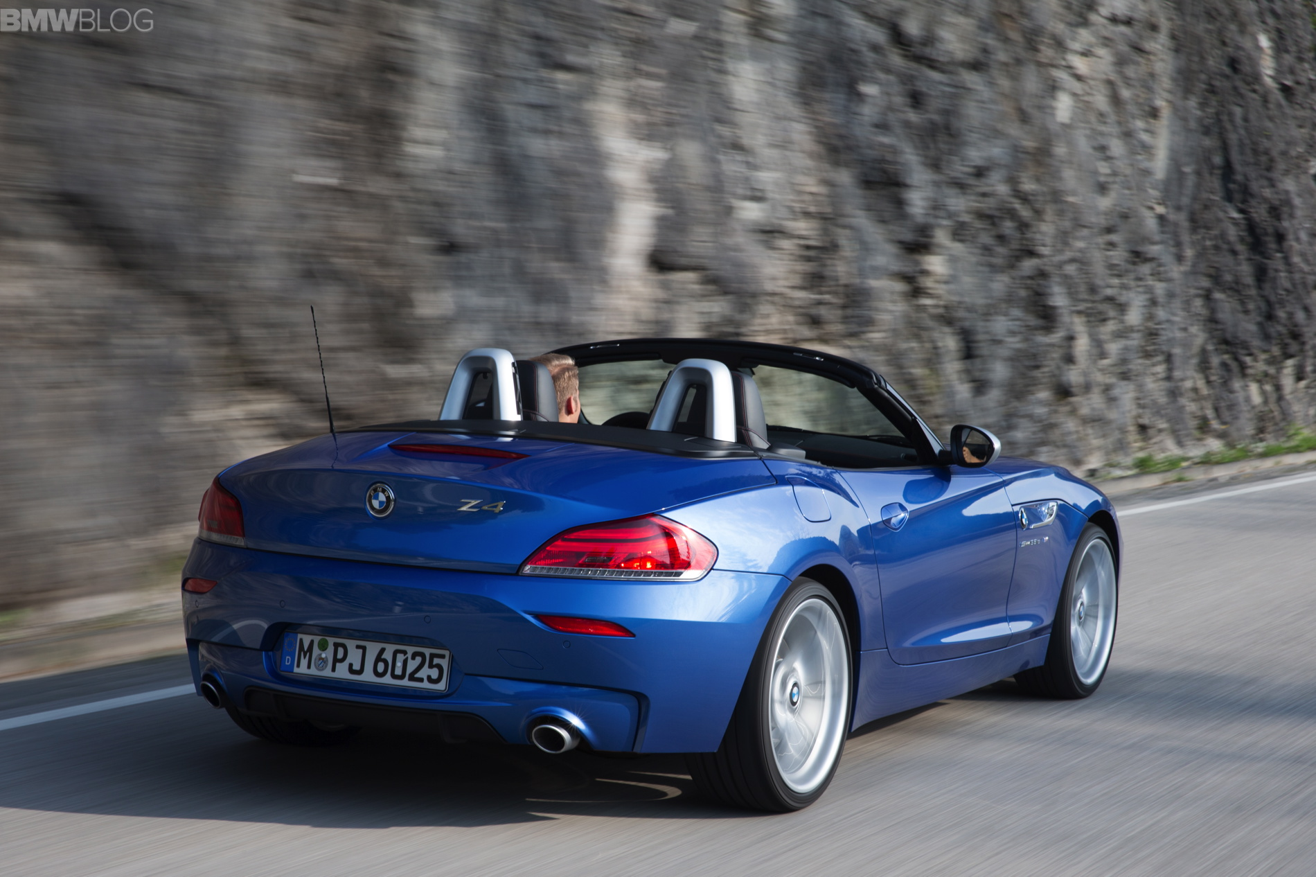 2015 Bmw Z4 Looks Great In Estoril Blue