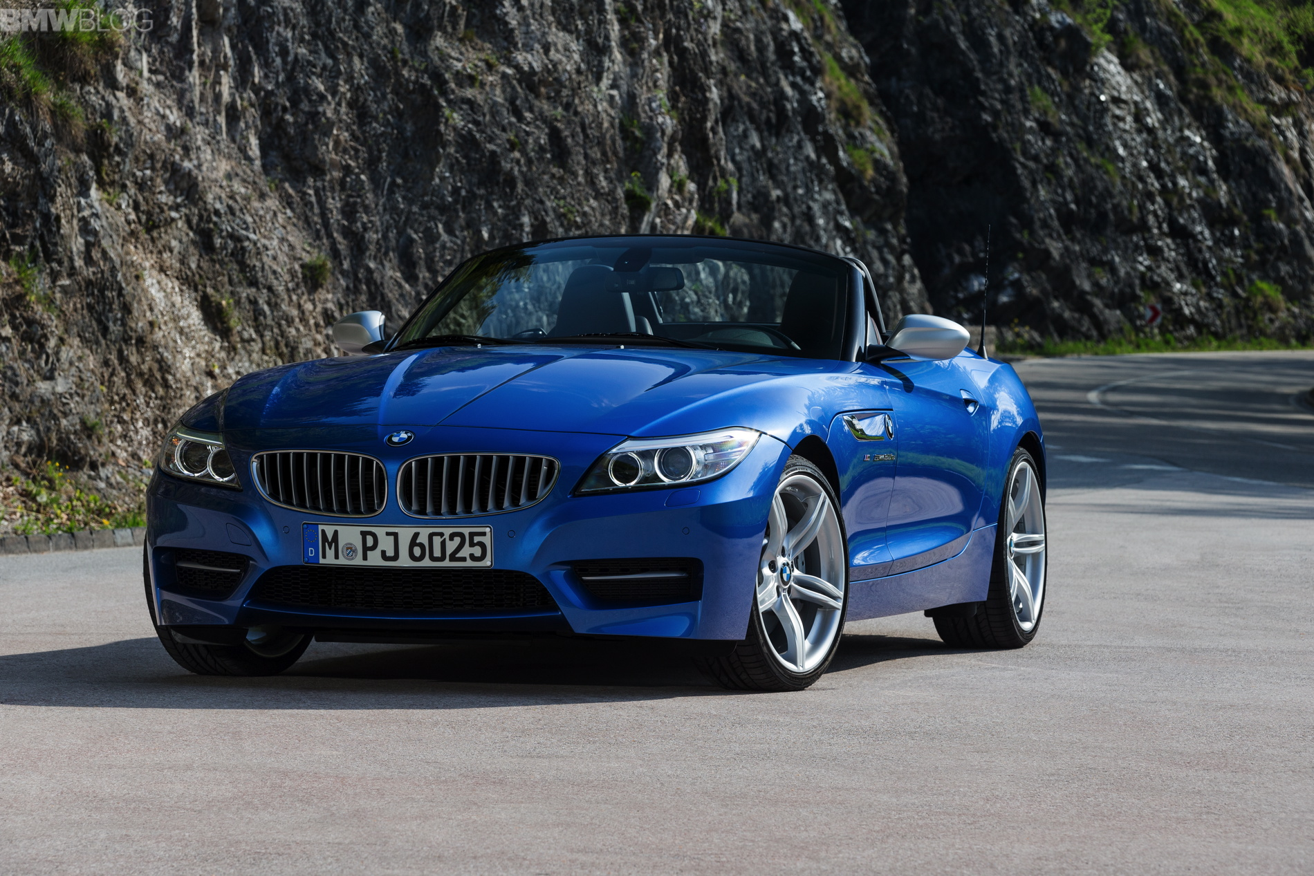 2015 Bmw Z4 Looks Great In Estoril Blue