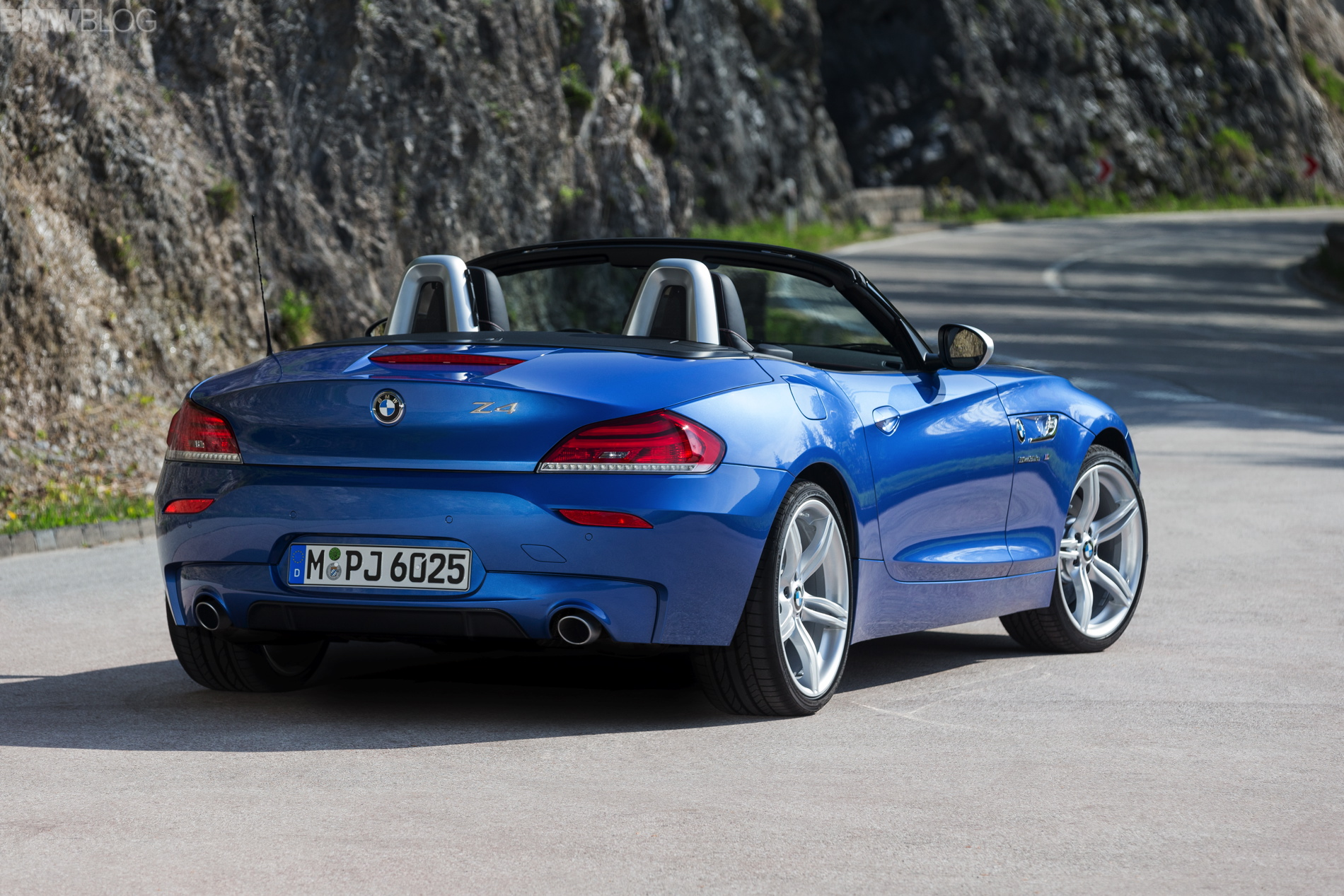 2016 Bmw 328I >> 2015 BMW Z4 looks great in Estoril Blue