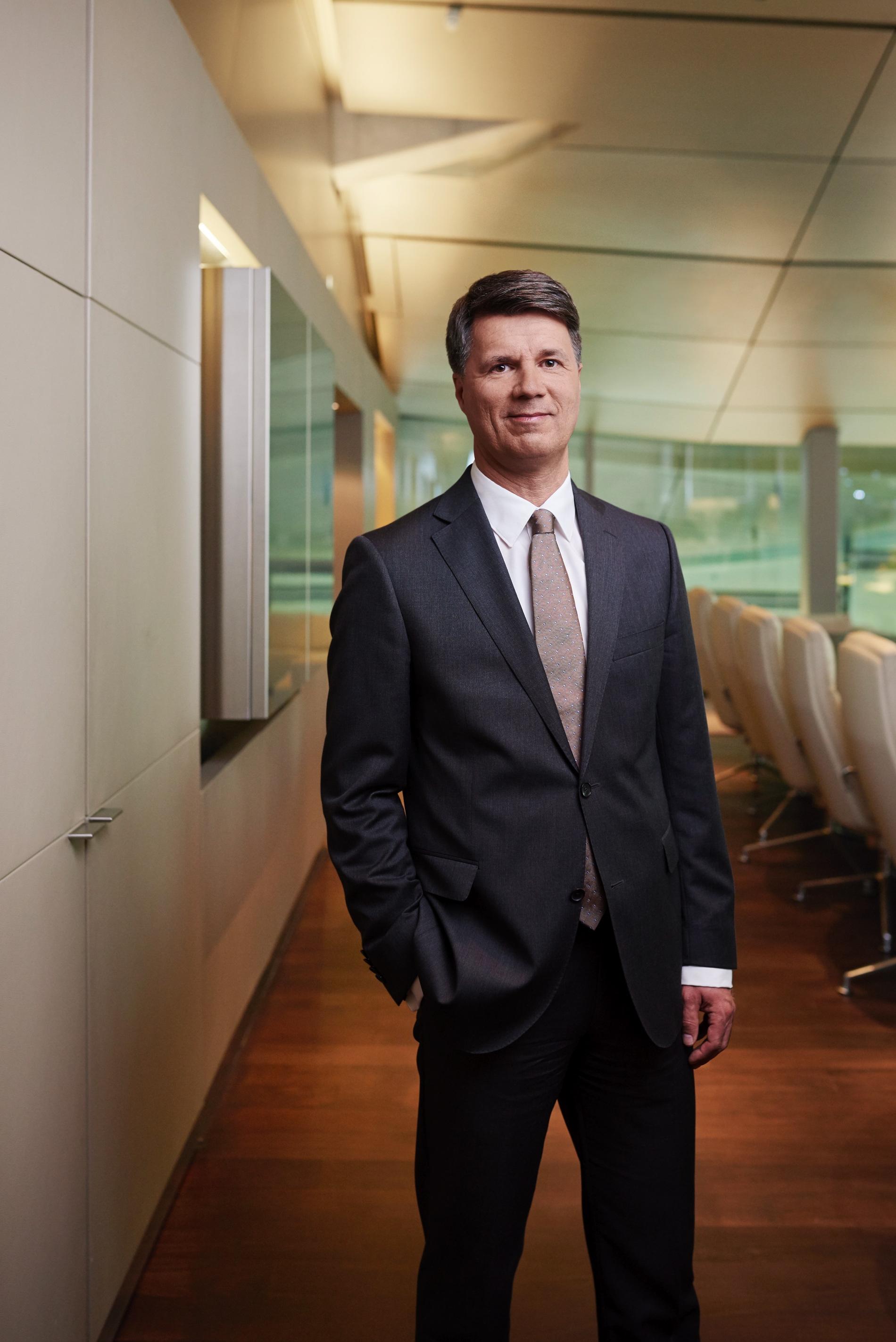 Harald Kruger bmw CEO image 02