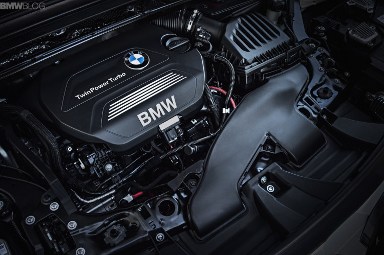 2016-BMW-X1-engines--1900x1200-images-02