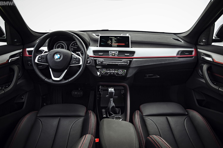2016-BMW-X1-interior--1900x1200-images-05