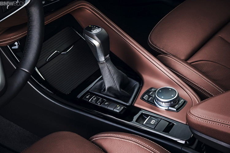 2016-BMW-X1-interior--1900x1200-images-09