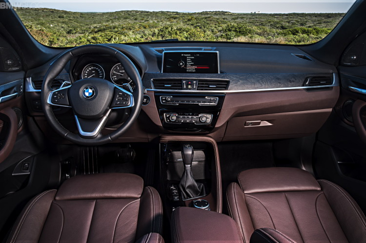 2016-BMW-X1-interior--1900x1200-images-12