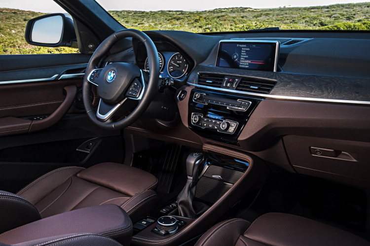 2016-BMW-X1-interior--1900x1200-images-15