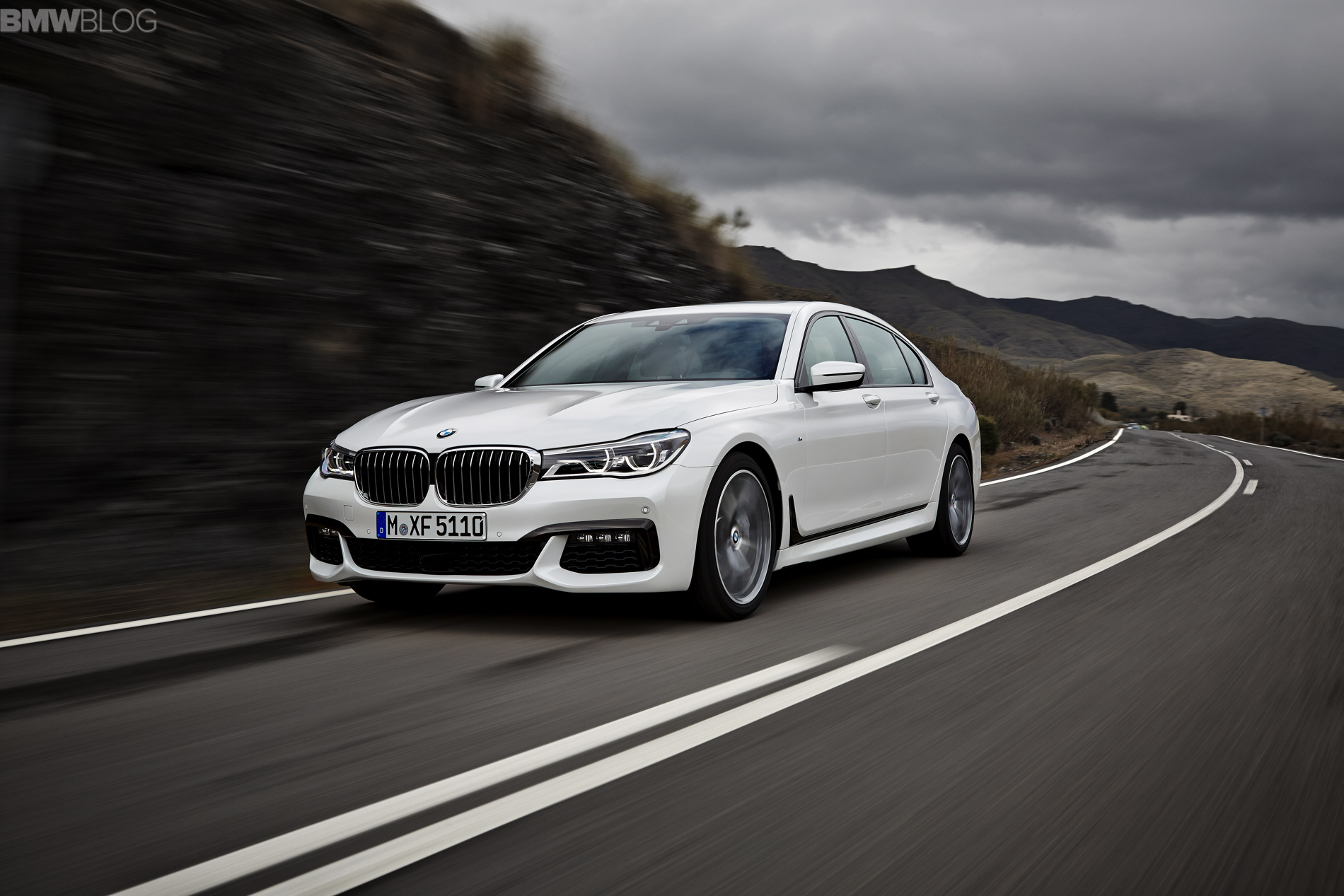 2016 bmw 7 series M Sport Package images 1900x1200 02