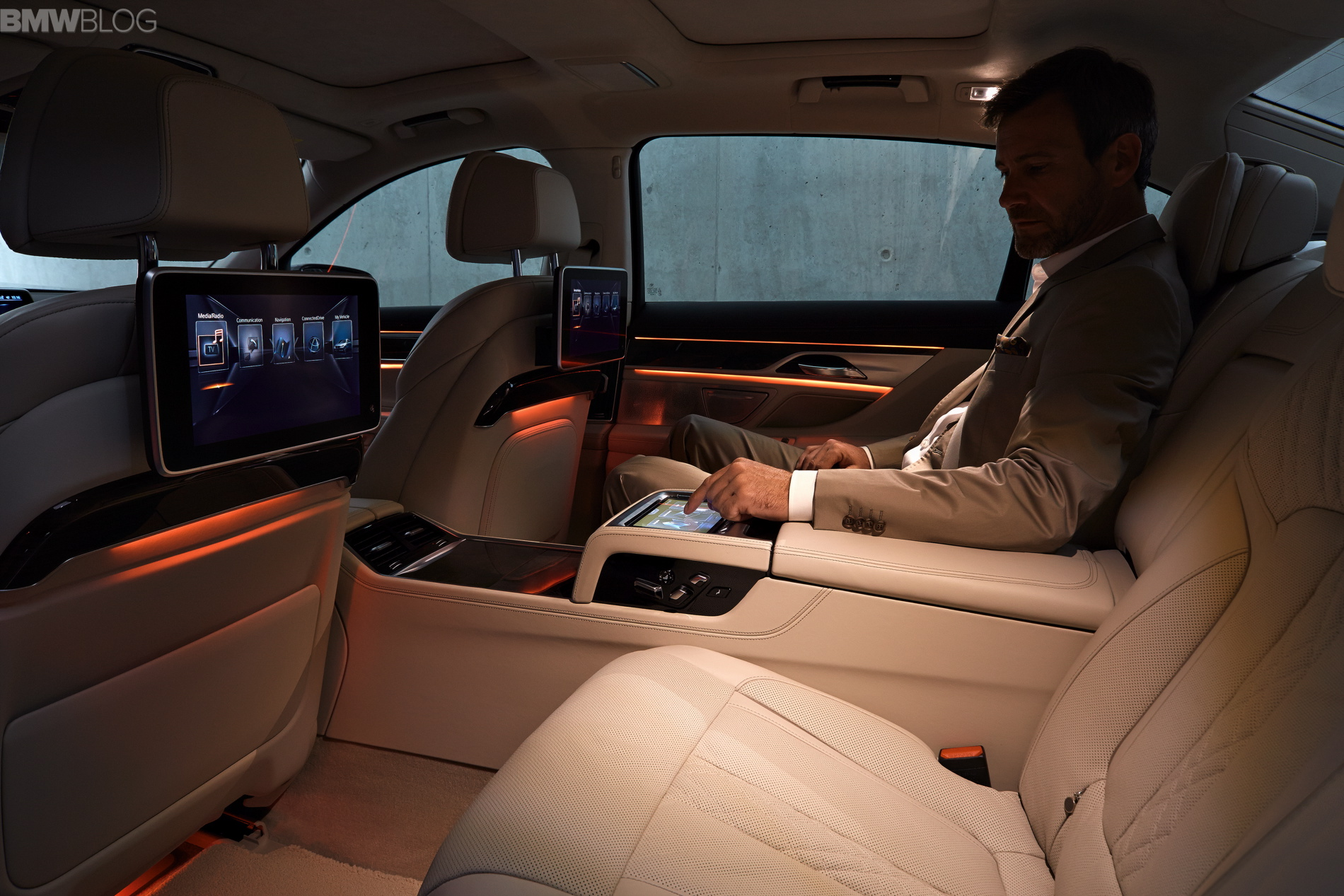 2016 Bmw 7 Series Cabin Technology And