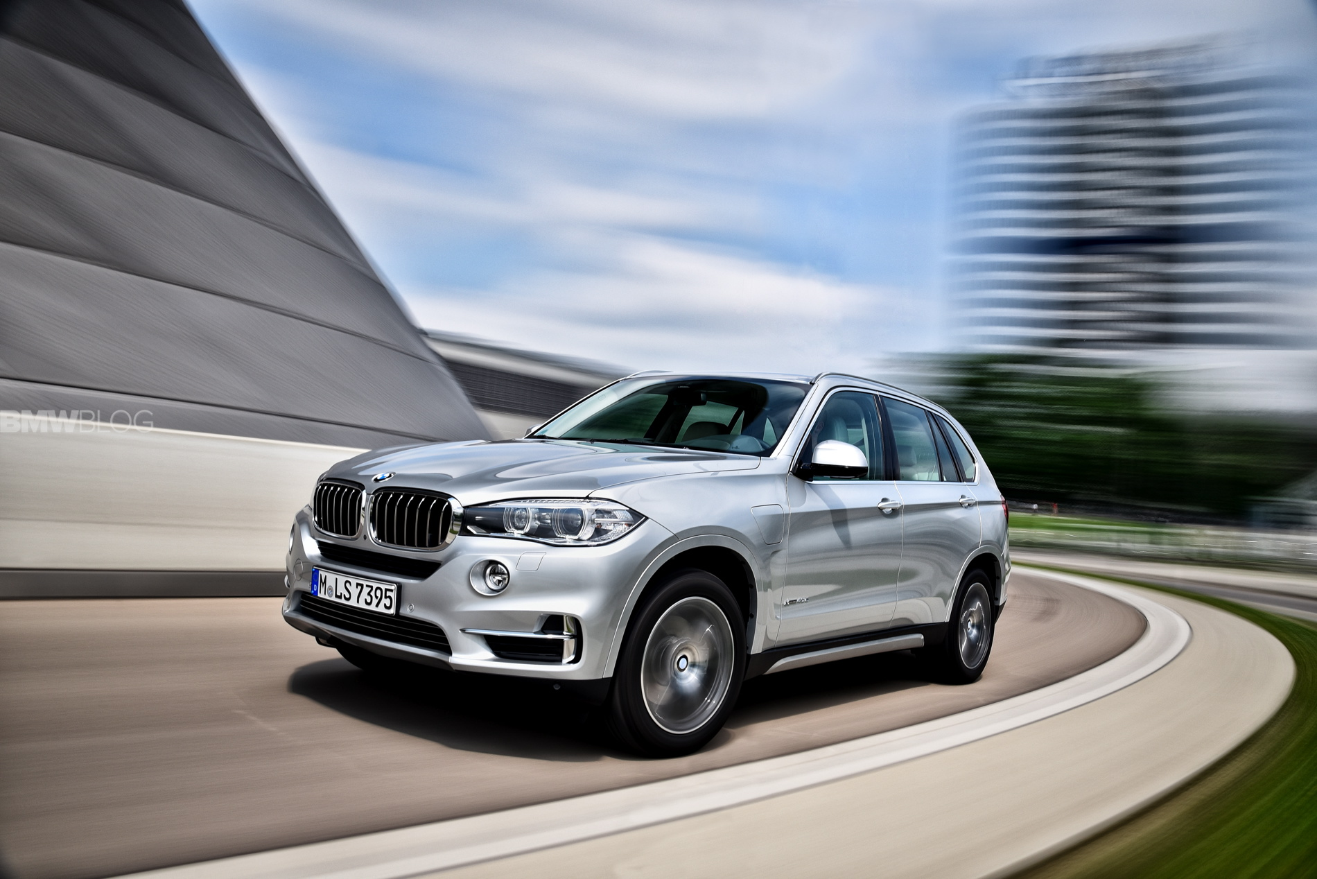 BMW X5 eDrive plug in hybrid 1900x1200 02