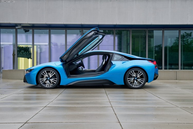 Former England Footballer Michael Owen Reviews The Bmw I8