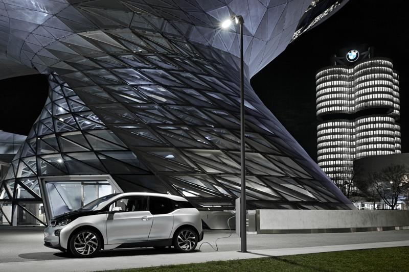 BMW Street Light Charging 001