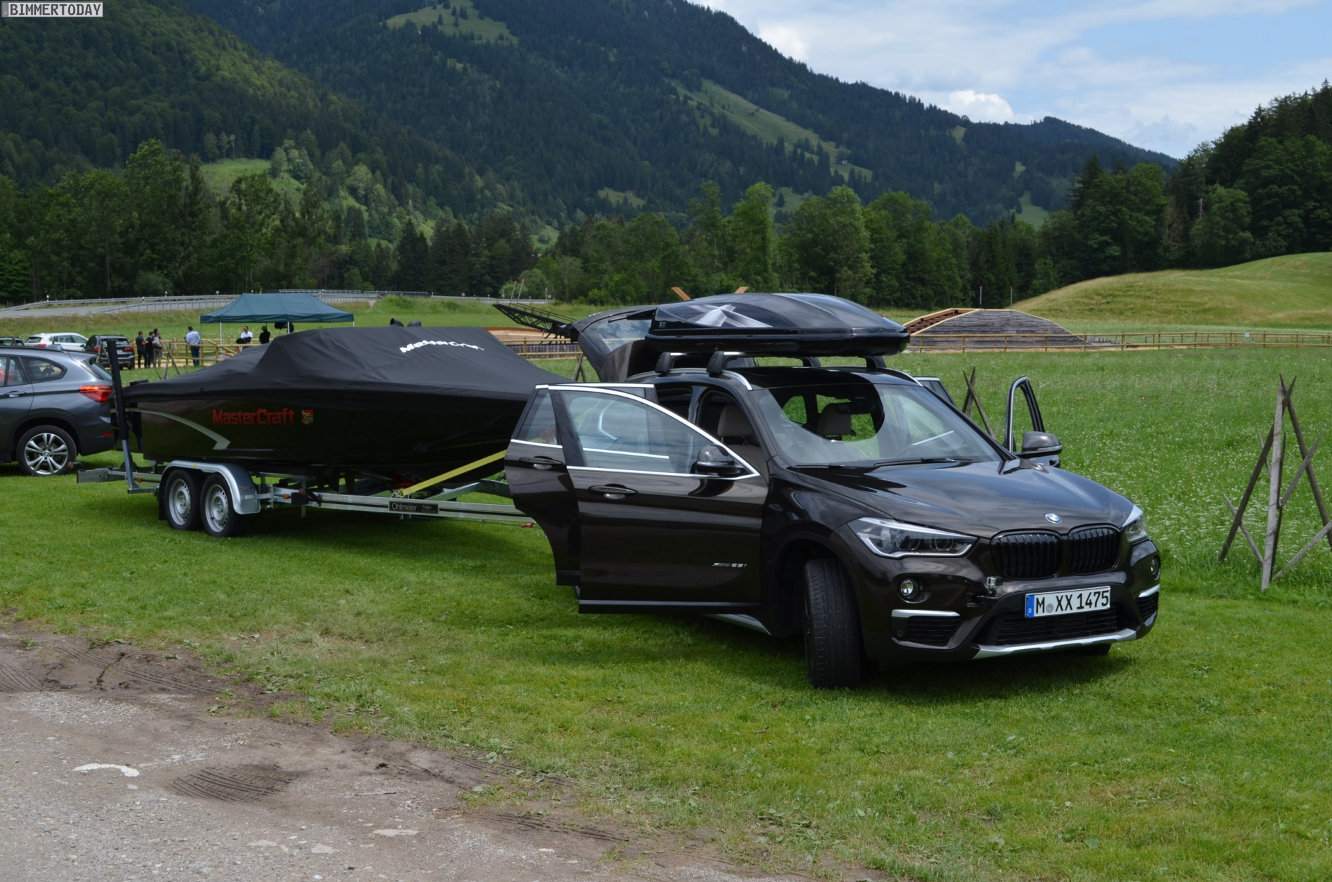 new bmw x1 can tow a 2 000 kg boat. Black Bedroom Furniture Sets. Home Design Ideas