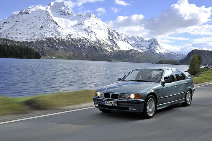 BMW 340i F30 vs BMW 323i E36 12 728x484