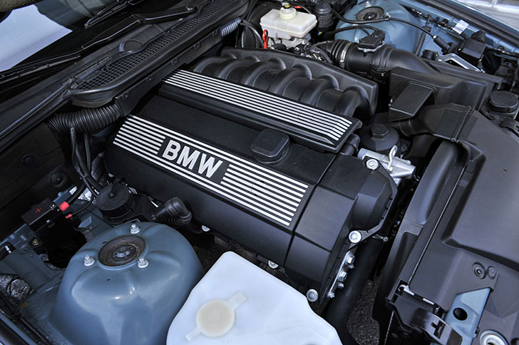 BMW 340i F30 vs BMW 323i E36 14