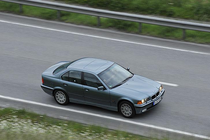 BMW 340i F30 vs BMW 323i E36 3