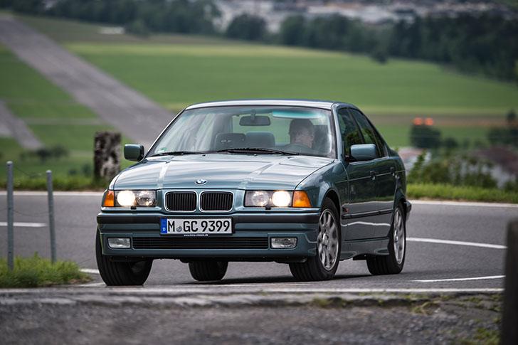 BMW 340i F30 vs BMW 323i E36 60