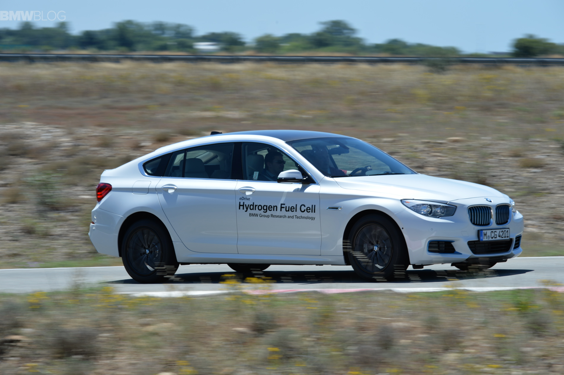 BMW 5 series gt hydrogen fuel cell images 45