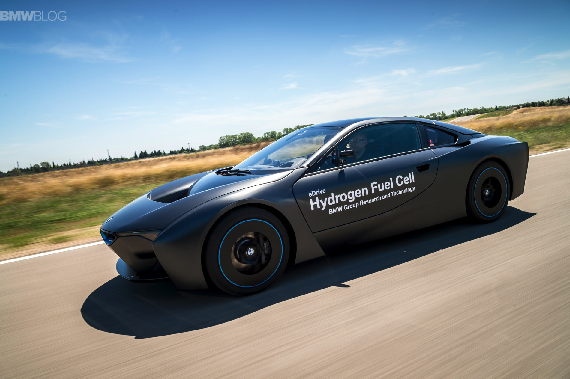 BMW i8 hydrogen fuel cell images 01