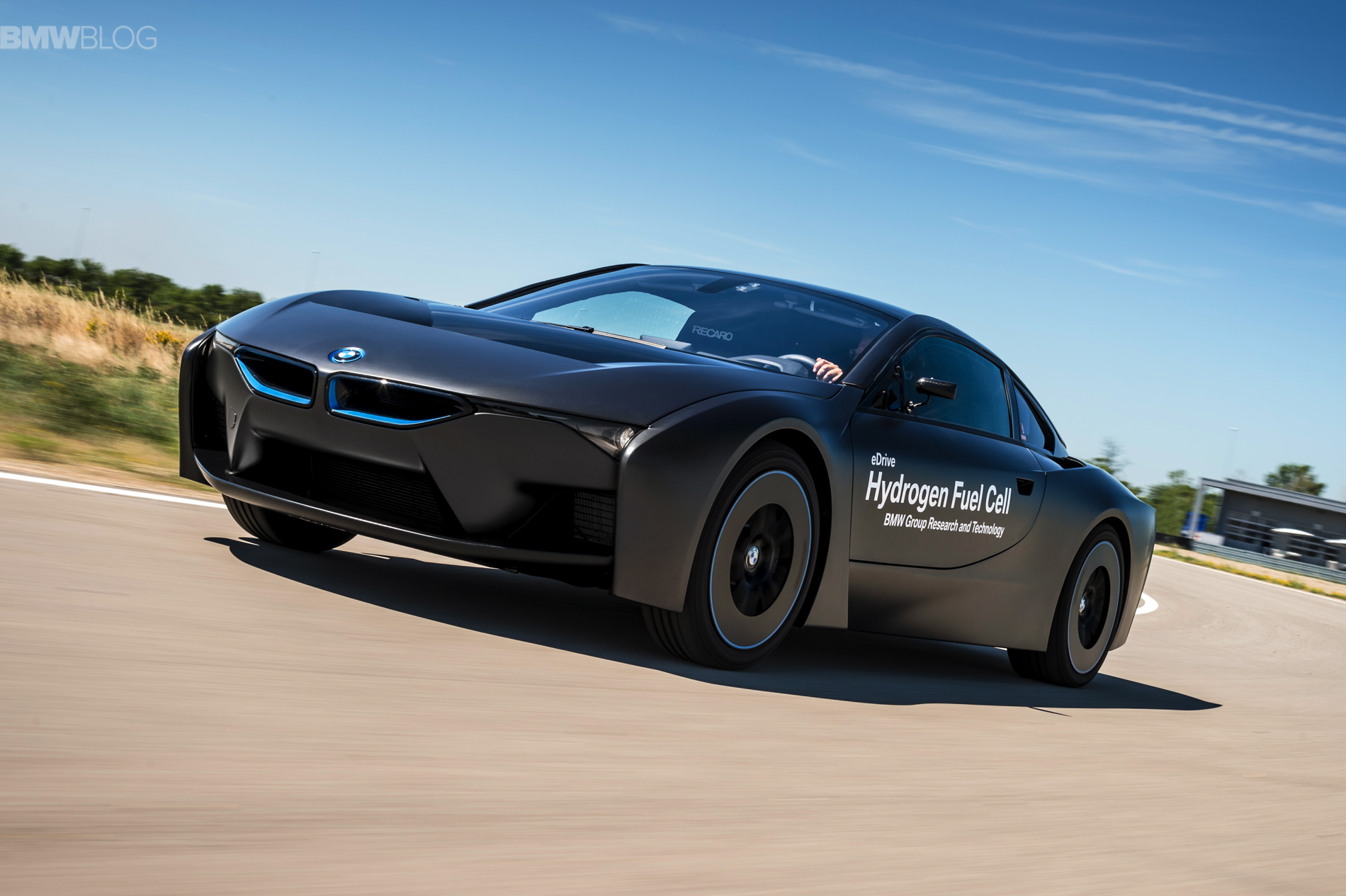 BMW i8 hydrogen fuel cell images 03