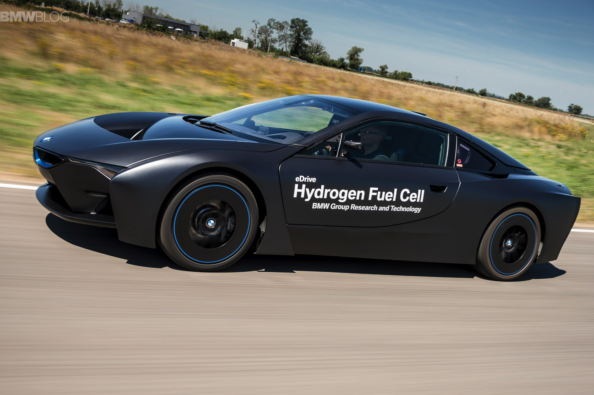 BMW i8 hydrogen fuel cell images 06