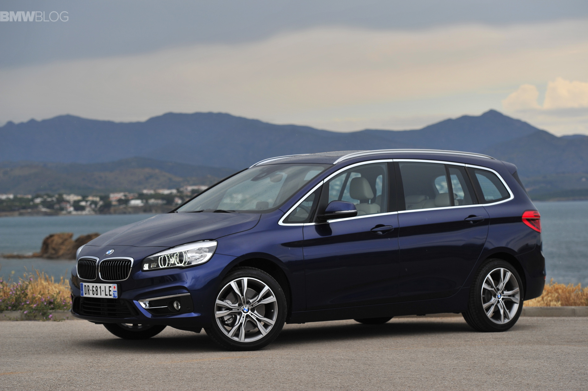 bmw 2 series gran tourer 220i 218d 220d images 19