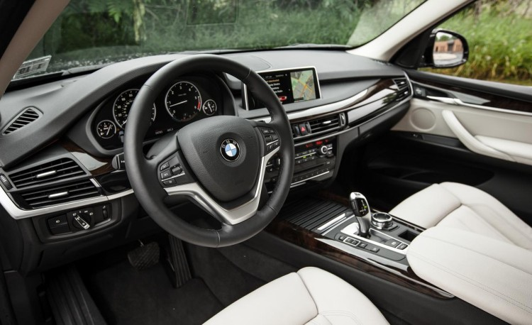 bmw x5 xdrive35d interior 750x458