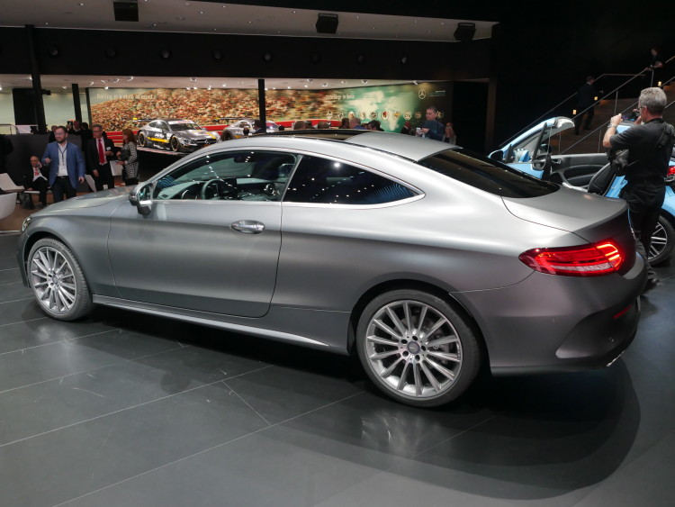 2016-Mercedes-Benz-C-Class-images-02